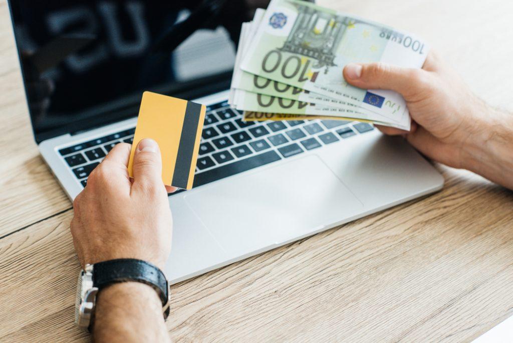 Kreditkarte oder Mikrokredit